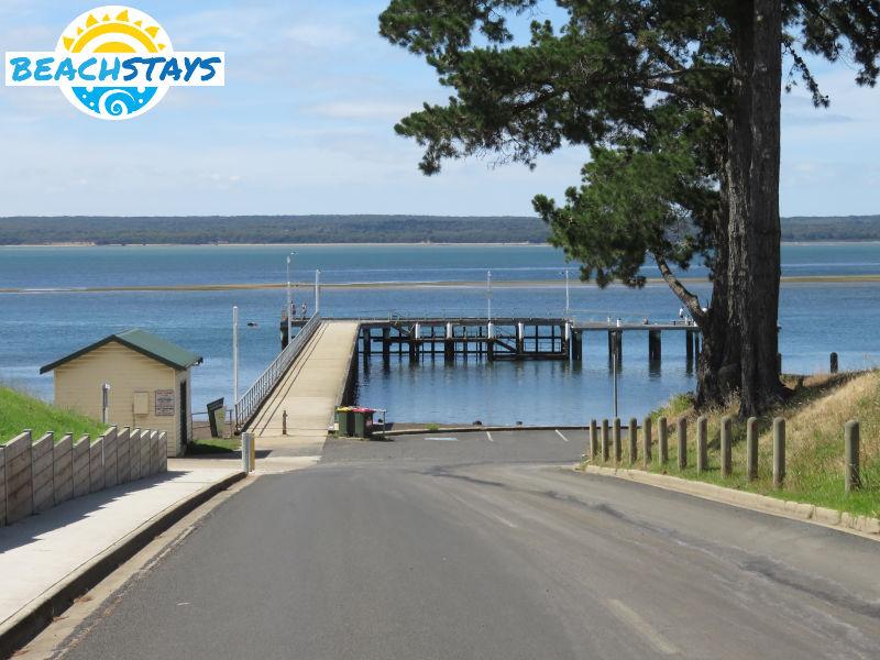 Corinella Australia  city photos : Corinella Beach Stays: beach accommodation, Victoria Australia