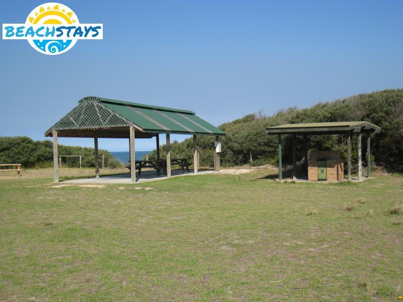 Golden beach beach stays beach and coast accommodation for Beach house builders gippsland
